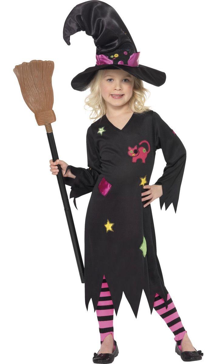 Noita Raitasukka. Tämä hieno Noita Raitasukan naamiaisasu tekee pikku neideistä noitamaisia, mutta silti suloisia. Mekko ja hattu on koristeltu noitamaisin ja taianomaisin kuvioin ja legginseissä on pinkki-mustat raidat.