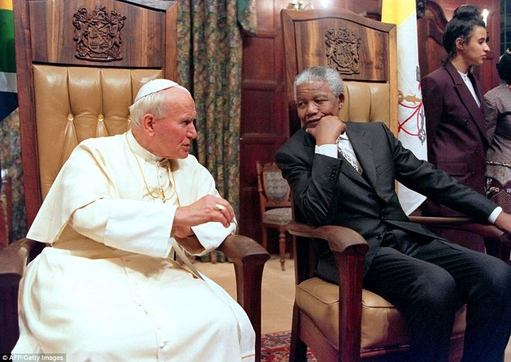 Pope John Paul II (L) and South African President Nelson Mandela talking at the Presidential guest house in Pretoria in September 1995.