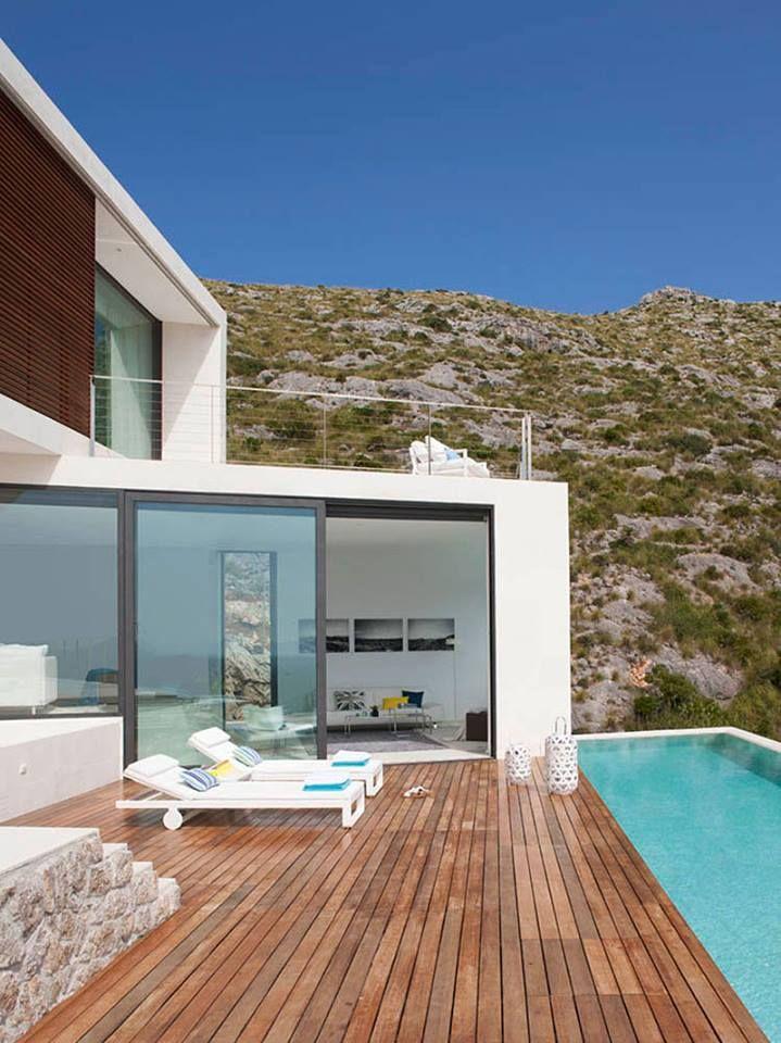 + Arquitetura :   Conheça a casa projetada por Miquel Àngel Lacomba e localizada em Pollença (Espanha).