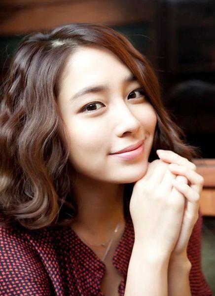 Lee Min Jung - Korean actress.