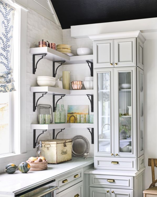 Singer-songwriter Holly Williams transformed her farmhouse with a @countryliving makeover takeover. Her country-style kitchen went from drab and outdated to fresh and on-trend with the help of Omega's Brighton cabinets in a maple dove finish. For more on this renovation, read the full article here.