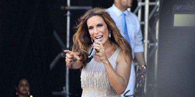 Um momento inusitado surpreendeu o público de Ivete Sangalo durante uma apresentação na praia de Gua...