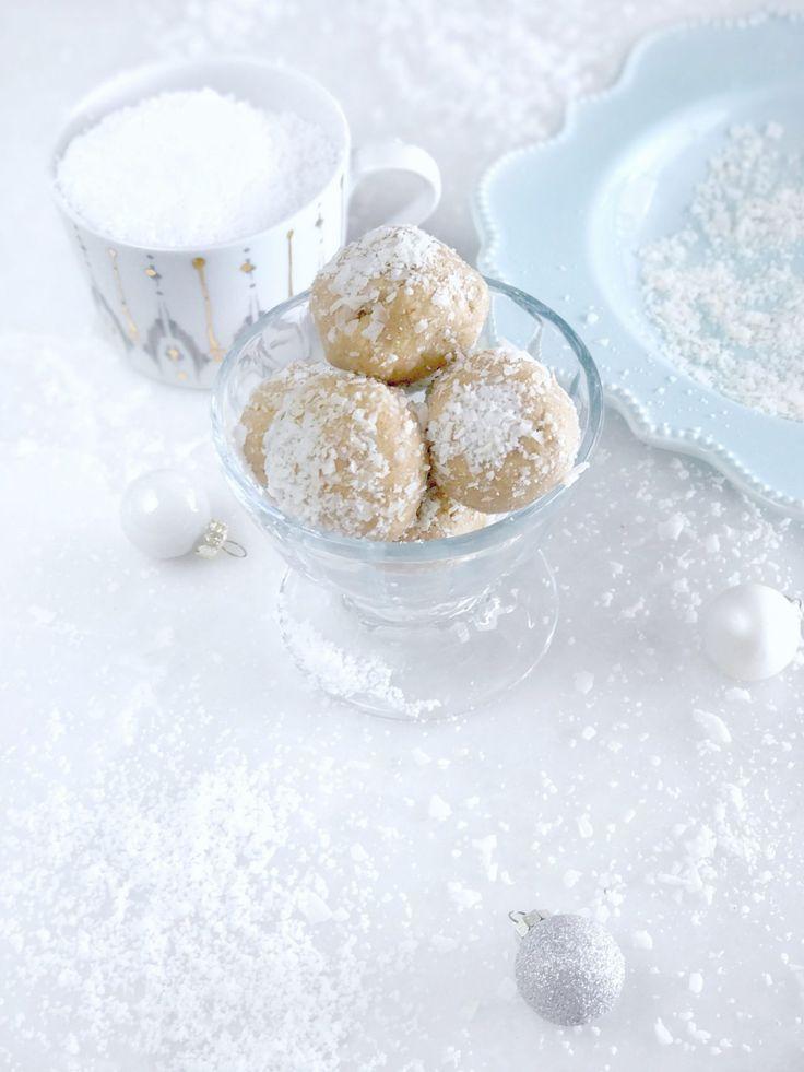https://www.toneitup.com/recipe/coconut-snowflake-protein-balls/