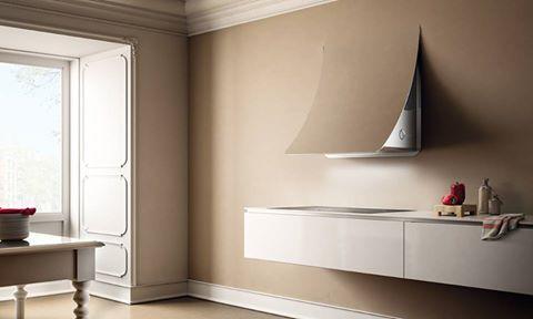 """Nuage de @elicarianuova . La primera campana extractora perfectamente integrada en la arquitectura de la cocina, en continuidad a la pared. Se trata de un electrodoméstico """"discreto"""" de formas sinuosas, muy personalizable gracias a la posibilidad de revestir el panel exterior con cartón-yeso, baldosas o pintura, permitiendo de esta forma una perfecta simbiosis con la cocina y la zona de día."""