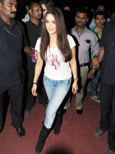 Preity Zinta: We like PZ's fitted jeans and black boots. Kinda sexy, isn't it?