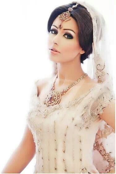 Simple And Elegant Bridal Makeup : 8 best images about Indian modern bride on Pinterest ...
