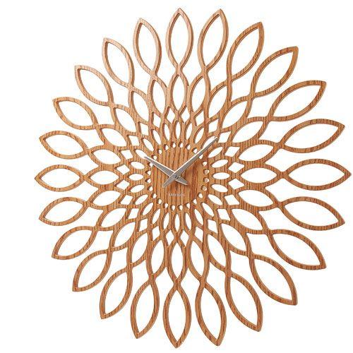 Horloge ronde en bois ajouré forme fleur Sunflower Karlsson