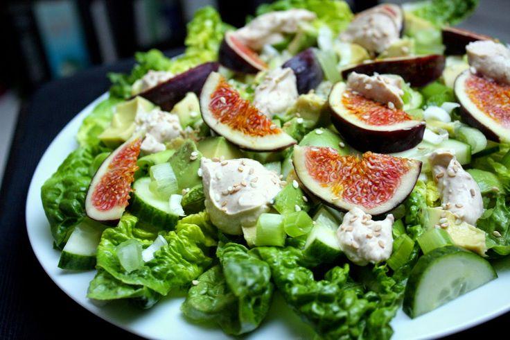 Hjertesalat med avocado, friske figner og tahincreme