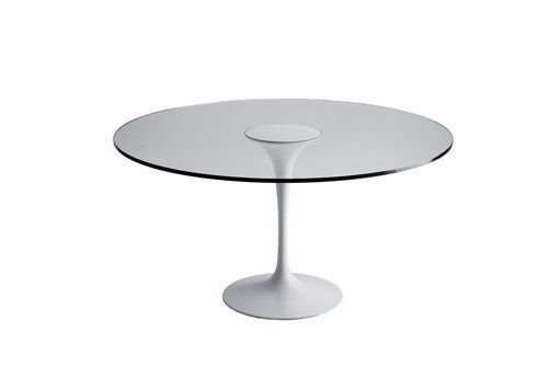 """SA59 - These tables designed for the #Vassar College add a new interpretation to the """"dialectical relationship"""" between table top and base developed by #EeroSaarinen in his former designs. The fine curved lines of the base are enhanced by the transparency of the #glass table top."""