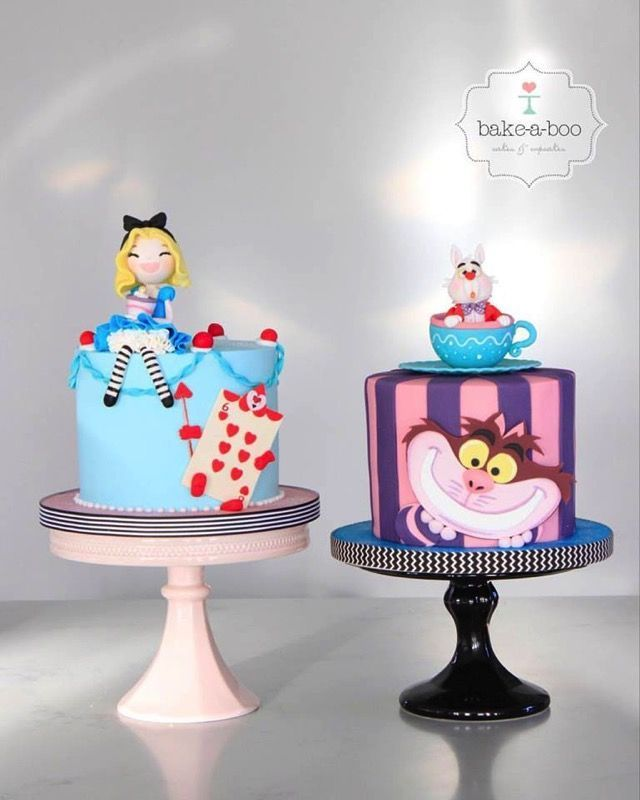 Adorable Alice In Wonderland Matching Cakes Alice In Wonderland