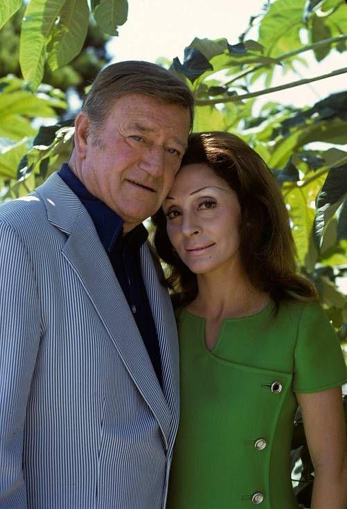 John Wayne et Pilar Pallete