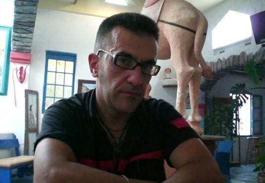 Η μουσική #Ινδία. -----> Ο #Bill_Hunchback είναι ο κατάλληλος Αθηναίος να μας ξεναγήσει στην ινδική μουσική. Δάσκαλος #σιτάρ. Φαν της #ποπ κουλτούρας. Επίσκοπος ήχων που έρχονται  από κάθε γωνιά της γης... _____________________ Του Γιάννη Παναγόπουλου    #music #teacher #citar #instrument #India #pop #culture http://fractalart.gr/mousiki-india/