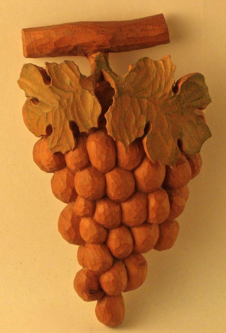 Grape 2004, Cirmolo pine    20 x 12 cm, Sim woodcarving