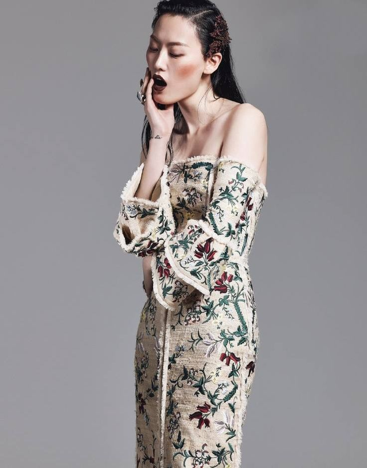 Vogue Korea features ERDEM Spring Summer 2016 in the February issue.