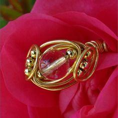 Bague perle ronde semi- précieuse cristal de roche fil aluminium et perles doré