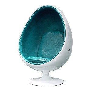 身長180cmクラスの大人でもすっぽりと中に入り込める卵形のデザインのリラックスチェア。座り心地の快適さだけでなく、まるで個室にいるかのような安心感を実現しました。内部で音を立てても外側に漏れ聞こえにくいので、パソコンの作業にも最適です。UPQシリーズの家電製品と組み合わせたときの統一感を出すために内張りはUPQ blue x greenの合成皮革とし、外側は掃除しやすい艶あり樹脂としました。