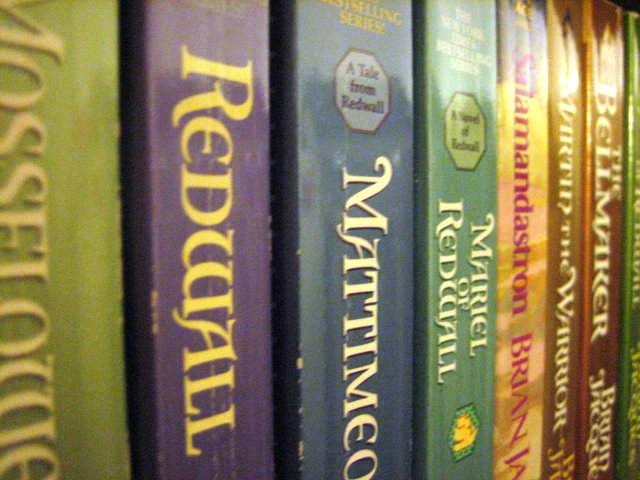 how many books are in the redwall series