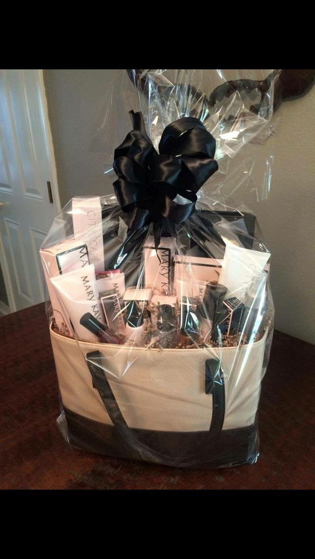 makeup gift sets ideas. mary kay ultimate miracle set gift bag- perfect for that special occasion. makeup sets ideas w