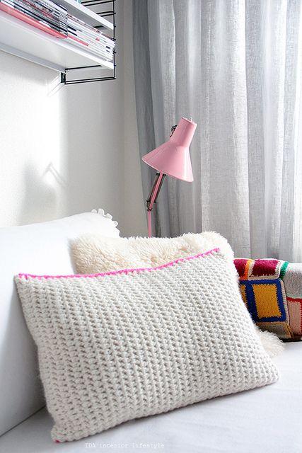 Chunky crochet cushion by IDA Interior LifeStyle - double crochet with fluoro edge