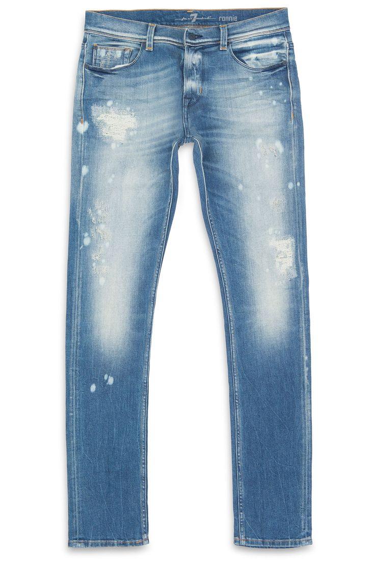 Stoere uitgewerkte jeans in het skinny model Ronnie. Vintage details zijn over de gehele jeans terug te vinden. Alle slijtplekken zijn aan de binnenkant mooi dicht gemaakt. Een van de topstukken voor dit seizoen van 7 For All Mankind uit de vintage collection.