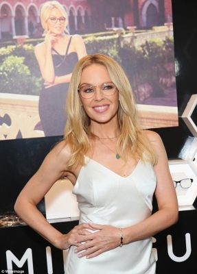 Does Kylie Minogue Wear Glasses