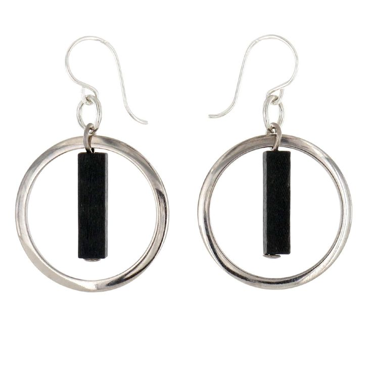 Aarikka - Earrings : Inari earrings. The light and exquisite Inari carries a feel of Northern freshness. Designer: Tina Willström.
