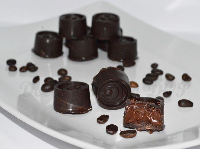Per un dolcetto da mangiare dopo pranzo provate questi cioccolatini ripieni al caffè, golosissimi!