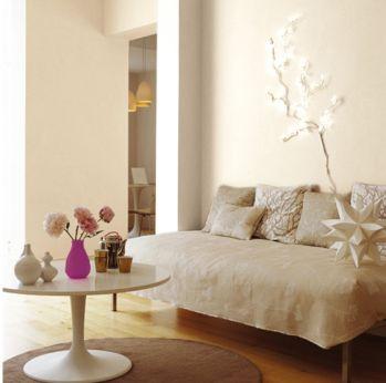 Couleur lin et peinture blanc cassé dans un salon zen