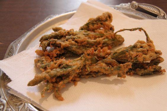 La borragine fritta pastellata o impanata è una ricetta molto buona da mangiare. Si prepara facilmente con le foglie di borragine fritte in pastella.