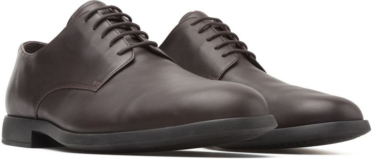 Inspired by a traditional English typology, our Truman men's shoes are a smart office shoe that combines a classic look with surprising flexibility and hints of color.