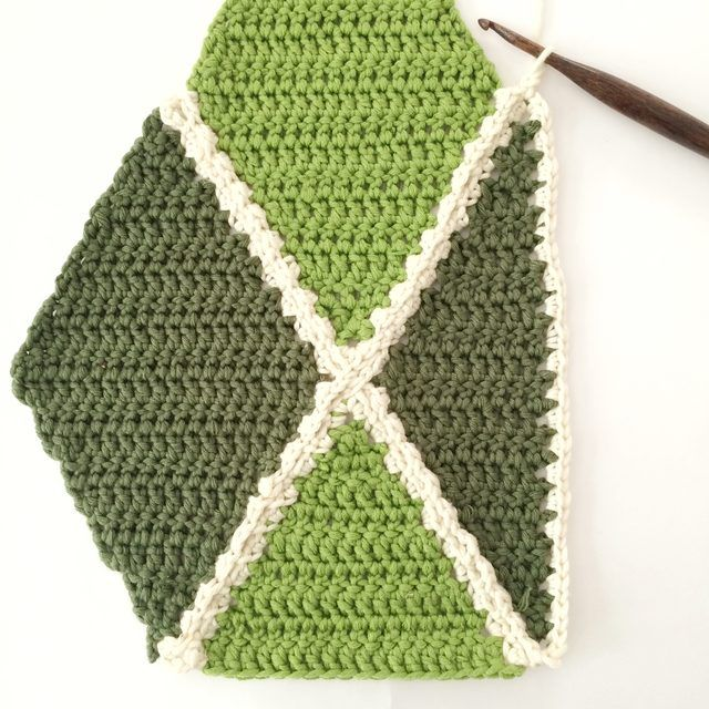 How to crochet a Diamond Section ༺✿ƬⱤღ http://www.pinterest.com/teretegui/✿༻