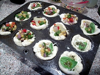 Mini deep dish pizzas from Campfire Chic