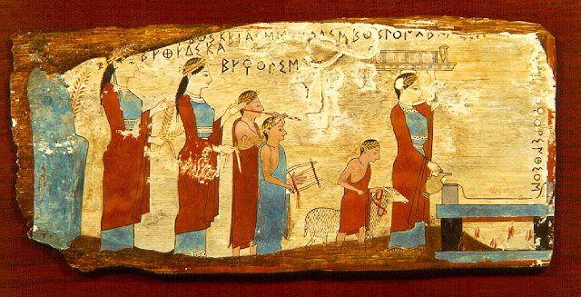 Painel Pitsa, datado de cerca de 540-530 a.C., descoberto com mais quatro painéis de madeira durante a década de 1930 em uma caverna perto do vilarejo de Pitsa, Corinthia. A placa representa uma procissão até um altar para sacrificar um cordeiro para as ninfas ao som da flauta e da lira. Museu Arqueológico Nacional de Atenas.
