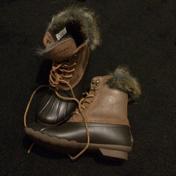 NWOT Sperry Duck boots with faux fur Sperry Duck boots with faux fur size 6.5. Never worn Sperry Top-Sider Shoes Winter & Rain Boots