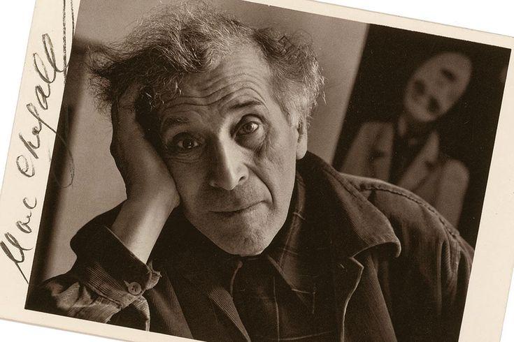 Marc Chagall • Mia soltanto è la patria della mia anima. Vi posso entrare senza passaporto e mi sento a casa; essa vede la mia tristezza e la mia solitudine ma non vi sono case: furono distrutte durante la mia infanzia, i loro inquilini volano ora nell'aria in cerca di una casa, vivono nella mia anima.
