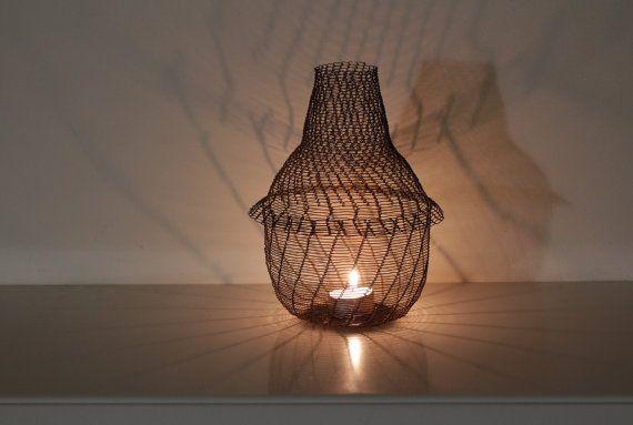 Linterna de la vela de ganchillo de hilo de cobre / objeto de arte vela linterna de la vela grande encaje ligero / diseñador / inusual luz Industrial. Hecho a la medida