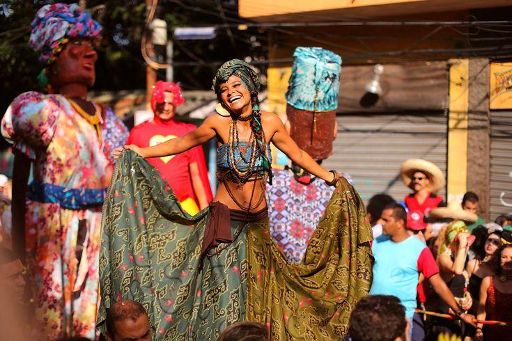 O Céu na Terra é um dos blocos mais tradicionais (e lindos!) do carnaval do Rio, desses que junta cariocas e turistas numa harmonia colorida e deliciosa de acompanhar. Tem coisa mais linda que ver todo mundo super fantasiado – sabe daquelas fantasias que a gente se empenha? – percorrendo as ruazinhas de Santa Teresa …
