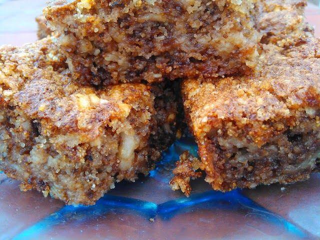 Brz sočni kolač sa grizom 3 jaja, 1 čaša šećera, 2 čaše oraha, 1 čaša griza, 1 prašak za pecivo, 1/ 2 čaše ulja, 3-4 rendane jabuke, 1/2 čaše mleka, 50 gr čokolade. Pročitajte više na: http://receptii-i-ideje.blogspot.fr/2015/05/brz-socni-kolac-sa-grizom.html Zabranjeno je brisanje navedenog linka iznad.To je pravilo ukoliko želite nešto kopirati sa našeg sajta. ©Recepti i Ideje