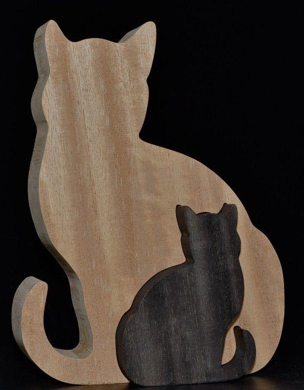 Kat in kat Afmeting: circa breed 19,5 cm, hoog 25 cm, dik 4,4 cm.