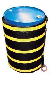 Płaszcze grzewcze stosowane są do utrzymania odpowiedniej podwyższonej temperatury, w szybki i bezpieczny sposób ogrzeją różnego rodzaju płyny znajdujące się wewnątrz beczek. Za pomocą płaszczy grzewczych można rozgrzać, między innymi, tłuszcze, oleje czy woski do postaci płynnej, nadające się do tłoczenia. Oferujemy płaszcze grzewcze do beczek oraz do pojemników IBC. Zapewniają skuteczność oraz bezpieczeństwo.