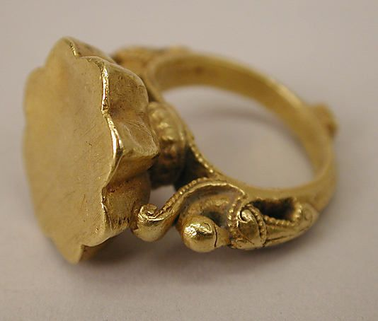 Gold ring, 17th century, India, Deccan | (2nd view)