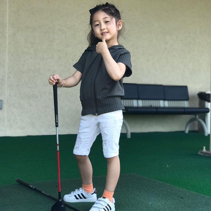 We took June to hit golf balls for her first time.  For a 4year old, I think she did well. I'm already her biggest fan. #pga #lpga #klpga #kpga #golf #range #4yearsold #golfer #daughter #beautiful #kidsmodel #celebrity #famous #fun #weekend #family #seoul #korea #americankorean #mixed #gangnam http://tipsrazzi.com/ipost/1524591679994487485/?code=BUocA4plmK9