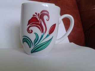 Red lily - cana pictata manual / handmade painted mug * pret: 30 lei / price: 6 euro