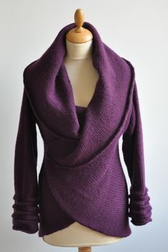 pattern for a very versatile and drapey cardigan, seamless, with a large collar and gathered cuffs.