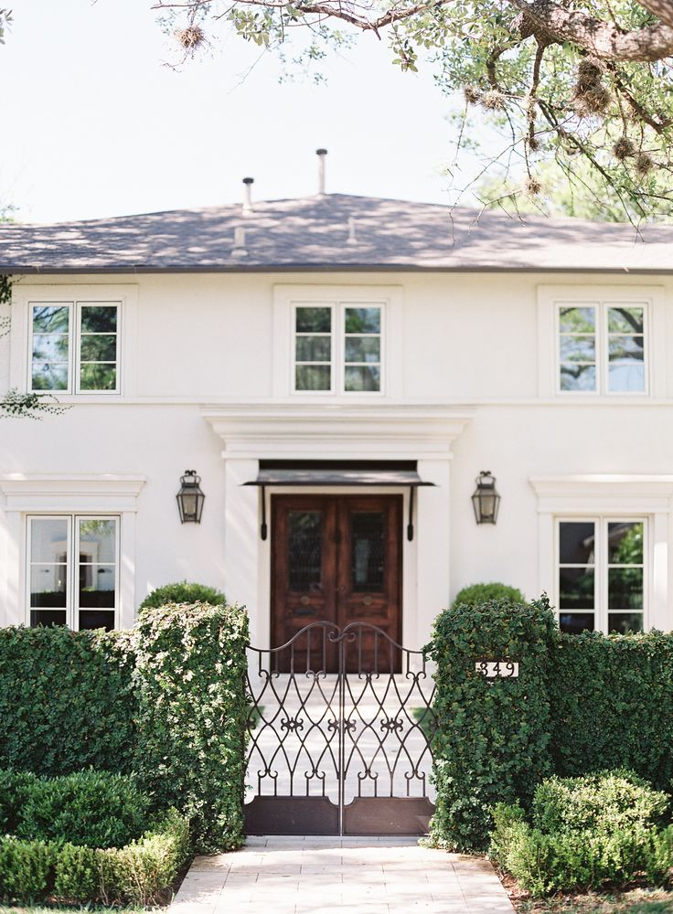 : White Houses, O' Malley Photographers, Outdoor Dinners Parties, Curb Appeal, Double Wood Front Doors, Omalley Photographers, Irons Gates, Style Me Pretty, Wood Doors