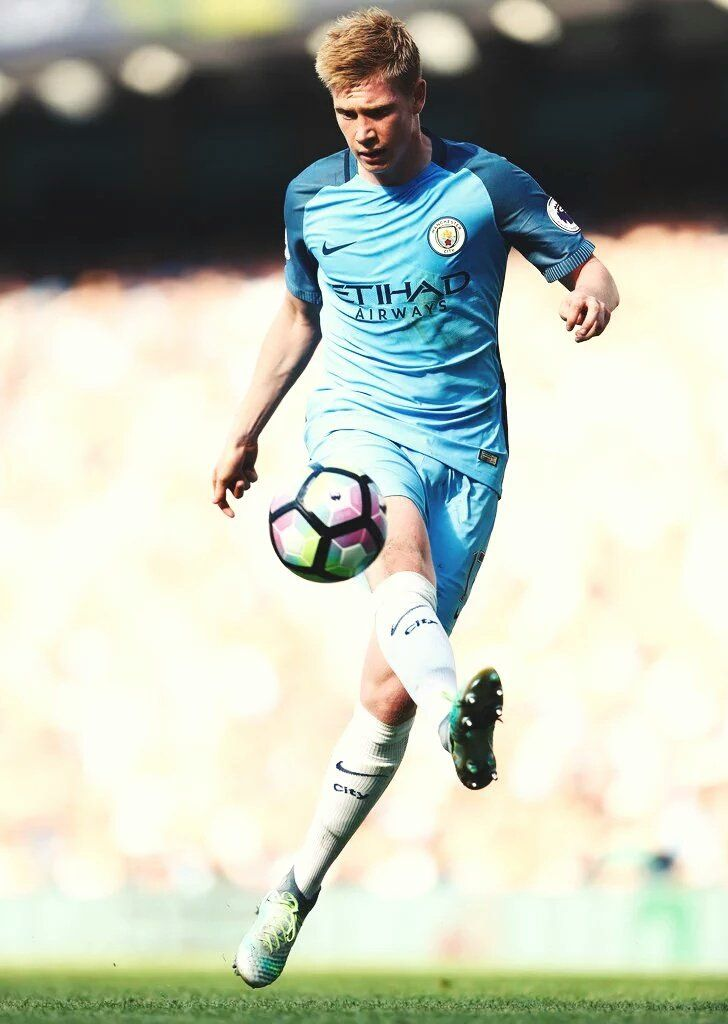Kevin De Bruyne is easily one of my favorite players! Such a baller!!!!