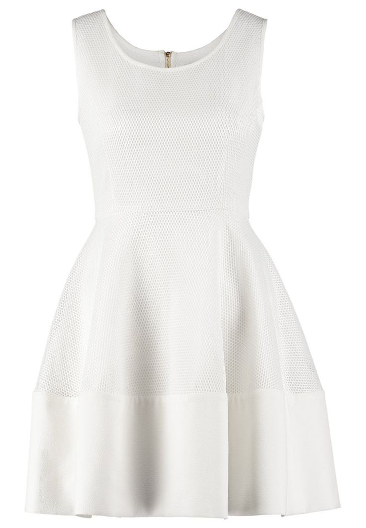 les 25 meilleures id es de la cat gorie petites robes blanches sur pinterest robe blanche. Black Bedroom Furniture Sets. Home Design Ideas