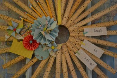 Love this for back to school.: Teacher Gifts, Back To Schools, Flower Crafts, Cute Idea, Schools Wreaths, Creative Idea, Crafts Idea, Craftgift Idea, Gifts Idea