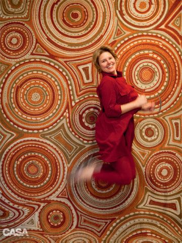 Em seu giro para produzir esta matéria, nossa repórter visual Juliana Hamacek se empolgou com o modelo Sushi, dos irmãos Campana (970 reais, o m², na Século Tapetes). Esta imagem, para nós, sintetiza toda a vibração que um tapete é capaz de imprimir ao décor.