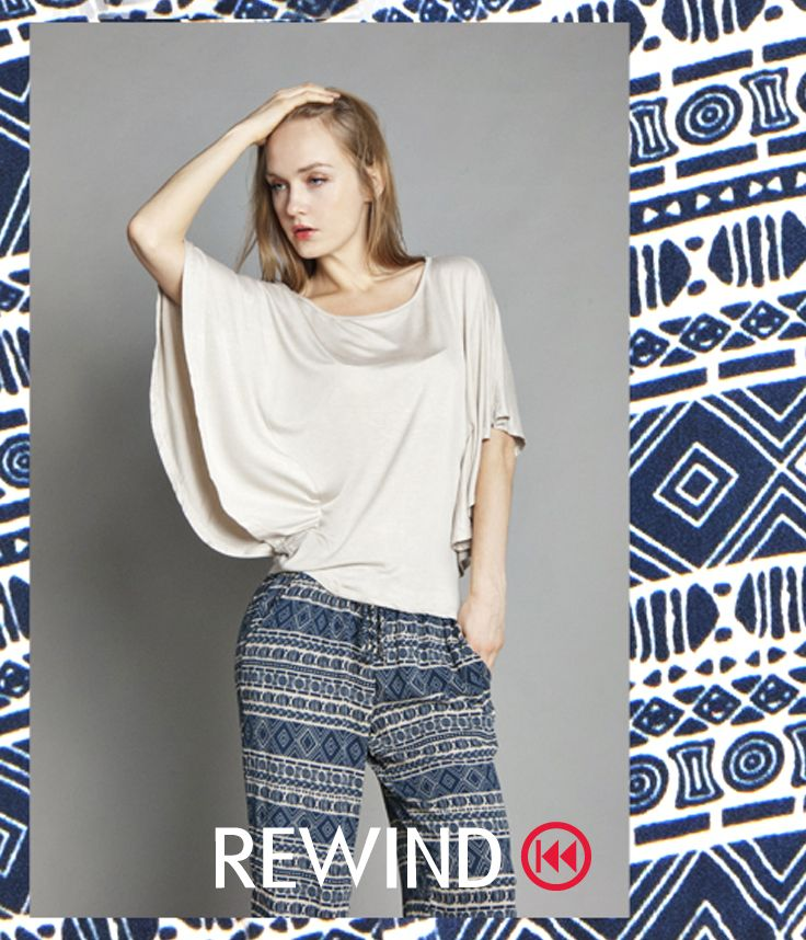 #tendencia #moda #femenina #pantalón #full #print #azul y #blanco #estilo #boho #estilo #dama #chica #mujer #women #girl #blusa #color #crema #holgada #fresca #look #style #fashion #chic #Rewind